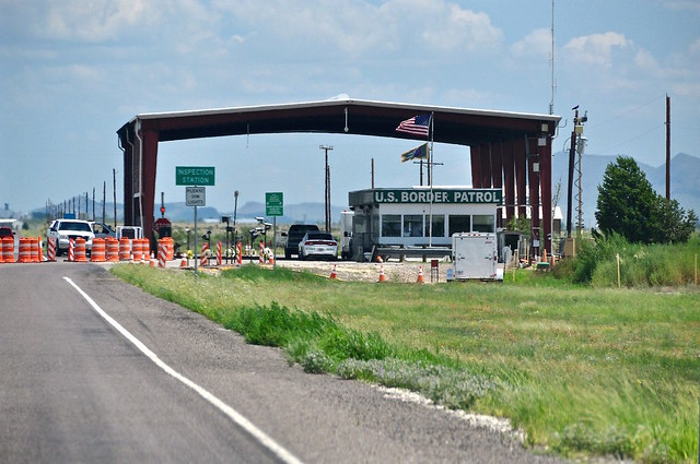 Photo of a United States border patrol checkpoint.